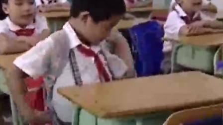 小男孩做功德成文化之星,遭到教师表彰,不意回到班里却被扣分了