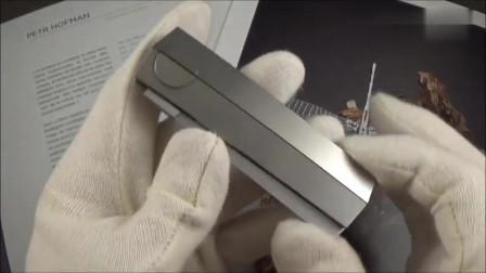欣赏土豪买的小刀,外形充满科技感,我真的第一次见