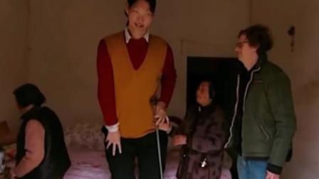 身高最高的女人,光腿长就有1米8!却也一直饱受身高的折磨