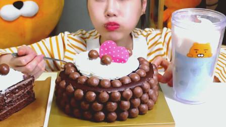 韩国吃播小姐姐, 吃播麦提莎巧克力糖果蛋糕, 非常漂亮有食欲!