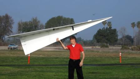 老外叠出超大纸飞机,扔出去的那一刻,发现事情并不简单!