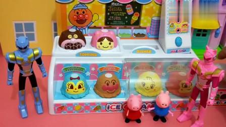 迷你特工队露西弗特冰鸿淇淋店当服务生,很有趣!