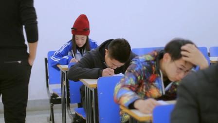 学生考试作弊新套路,先把老师搞麻木,就可以为所欲为了!