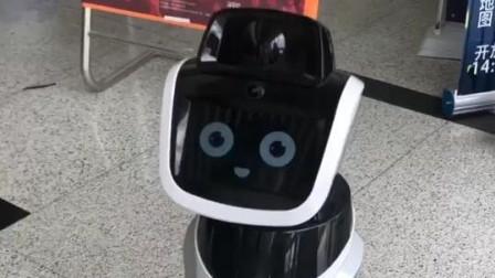 我还不如一个机器人会撩,小姐姐笑的真开心!