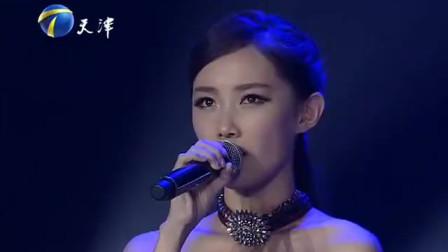 时尚美女实力演唱《燕尾蝶》,歌声太有爆发力,太精彩的演绎
