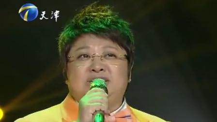 韩红一身橘色西服,深情演绎歌曲《青春》,致敬青春歌词太扎心了