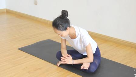美女一招瑜伽方块式让你的髋更加稳定灵活