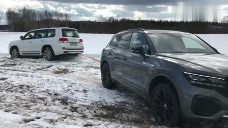2019款丰田陆巡、宝马X5和途锐越野,遇到雪地时,才知道啥叫强悍