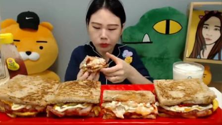 韩国大胃王吃播:卡妹大口吃4个大土司汉堡,还能喝下两杯牛奶,厉害了