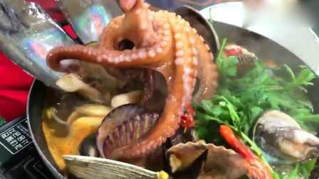 章鱼最近惹谁了?韩国人吃海鲜大杂烩,竟将活章鱼直接下锅