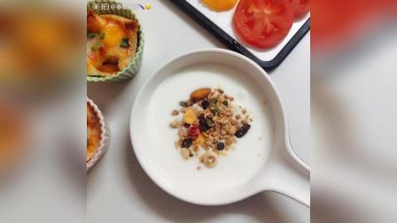 今日早餐 鹌鹑蛋烤吐司 水果拼盘