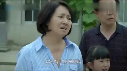 农村朴素她摘了一个甜瓜给茜茜,结果茜茜的举动被吐槽