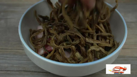 舌尖上的美食:腊肉换种花样吃,搭配干豆角,肥而不腻,美味下饭