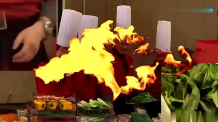 《厨王争霸》互换食材环,中方拿走橄榄油,外籍厨师无可奈何!