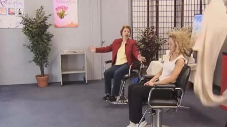 国外恶搞:座位的男的变成女的,路人蒙了哈哈哈