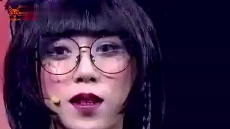 19岁小伙称网恋女友太美,一天亲吻照片8次,女友上台涂磊笑出龅牙