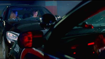 极盗车神:不愧是车神啊,倒着开车都比正常人正着开要快