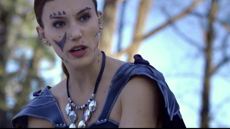 《龙与地下城3:魔神降临》一个被魔咒笼罩的城市里,太阳武士唤醒能量从而拯救世界恢复和平