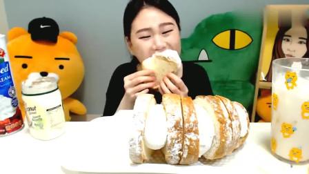 韩国大胃王卡妹,吃超大奶油土司,吃真的过瘾