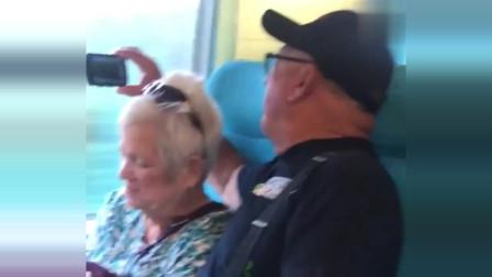 坐高铁,竟遇到了外国人,他们的举动让我有了一种自豪感!