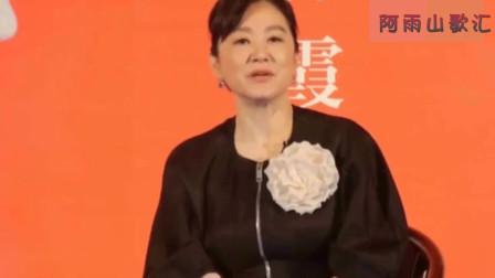64岁林青霞与67岁施南生现身机场,她们却穿成这样还是美爆了