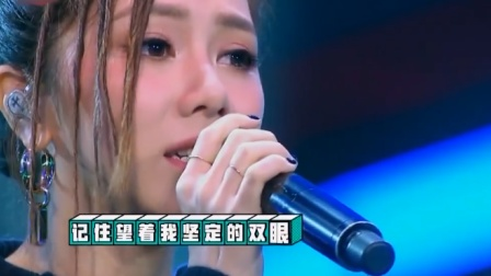 邓紫棋演唱《光年之外》,秒变演唱会,直呼:我受众群好广啊!