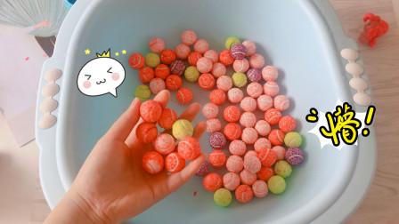 挑战用一桶泡泡糖做史莱姆,然后加牙膏软化,结果如何?