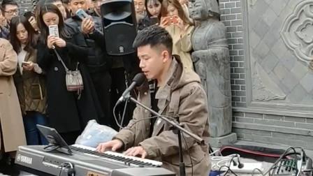 一开口就是王炸的街头歌手!网友:参加中国好声音,肯定冠军啊