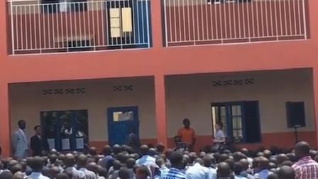 中文歌在国外竟然这么火?非洲学生一首《再见》嗨翻全场!
