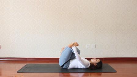 瑜伽老师分享一组修复的瑜伽体位法 每天坚持练习 可缓解背部疼痛