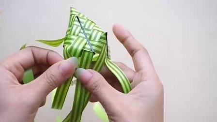 可爱的迷你玩具零钱包,看看手工达人是如何用彩带编织的!