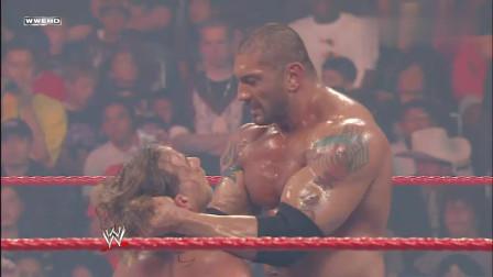 wwe巴蒂斯塔电影 WWE 艾及被打进担架竟还想比赛 巴蒂斯塔给他致命一击 估计废了