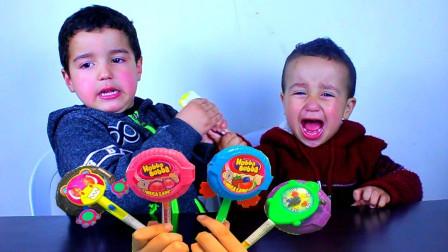 真皮!萌宝小正太为什么不跟弟弟分享棒棒糖呢?趣味玩具故事