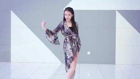 天生丽质的大美人,跳的舞蹈多看几十次都不过份