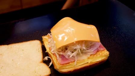 韩国街头的鸡蛋培根三明治,培根滋滋作响,出锅后魂都被勾走了!
