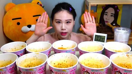 《卡妹》挑战10桶韩国网红奶油火鸡面 一分钟一桶 吸面的感觉真满足  韩国大胃王吃播