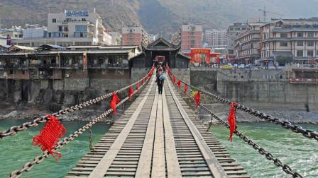 泸定桥铁索重达40吨,横跨百米的大河,古人是如何架起来的?