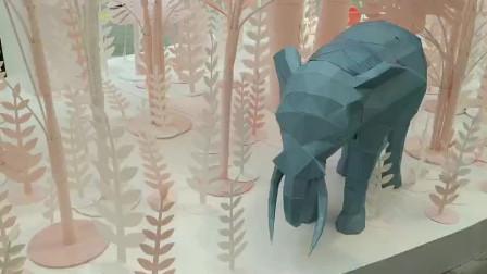 大象、兔子、花朵、树木等都是用纸折出的,简直就是奇幻森林啊,五一带孩子去西安大雁塔附近免费参观吧