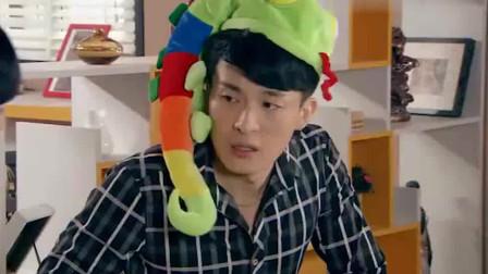 爱情公寓:子乔得到宛瑜的礼物,竟然是贪食蛇帽子!颜色还是绿色的!
