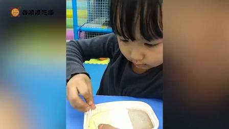 吃播小美女,吃蟹排寿司、迷你小汉堡、肉松蛋糕等奇葩食物