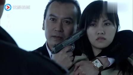 李钧用妹子做人质企图逃跑,关键时刻小伙出现,卧底身份彻底揭露