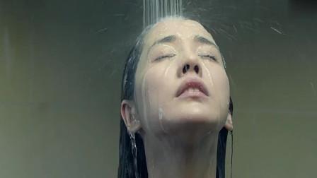 《人间喜剧》男子在外面热舞,女朋友在屋内洗澡,这一幕太美了