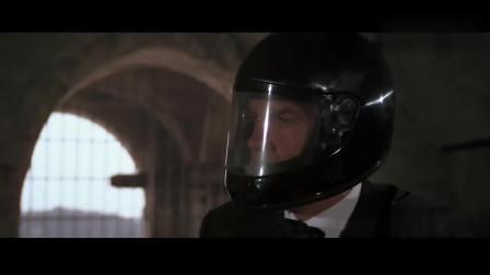 007除了身手凌厉,这装备也是一流的