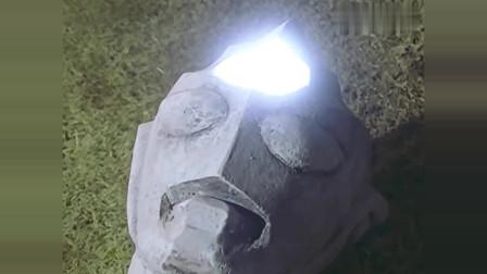迪迦奥特曼:小怪兽打破金字塔直取三座石像!迪迦突然爆发!