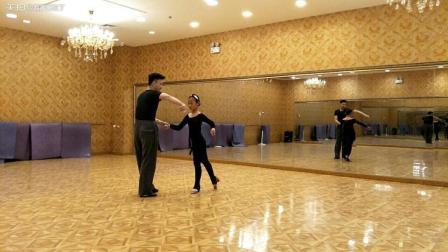 舞蹈嘉嘉恰恰基本步练习, 经过无数次的练习, 动作才有点美感!