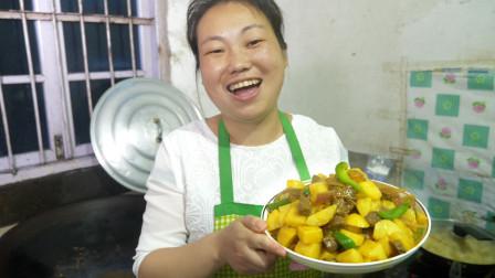 农村媳妇做咖喱牛肉,配上自家土豆,出锅就自夸闻起来香