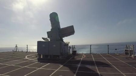 美国濒海战斗舰发射 ' RAM ' 舰空导弹