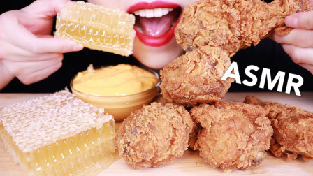 韩国吃播:蜂巢蜜+炸鸡,搭配芝士酱一起,小姐姐吃得真香真馋人