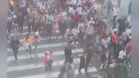 五一壮观的一幕!上海南京路步行街真是人潮人海