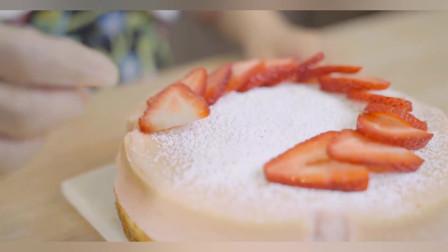 芝士蛋糕也能做出酸甜轻盈又软糯,你们知道吗?美女教你做草莓双层轻芝士蛋糕!